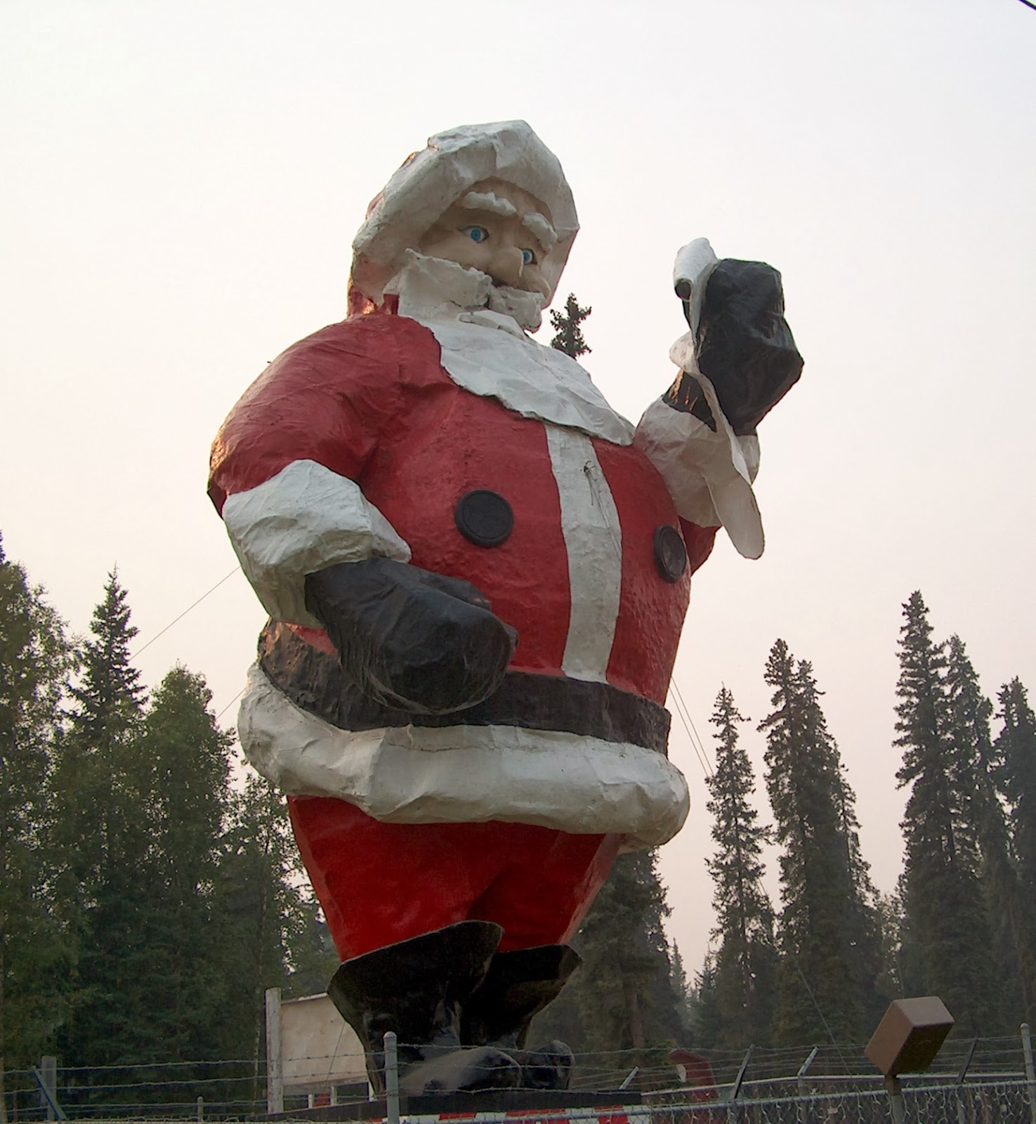 Sandra scotts travel columns finding santa in the north pole alaska is where the spirit of christmas lives all year long the streets of north pole alaska have christmassy names but the main attraction is santas sciox Image collections