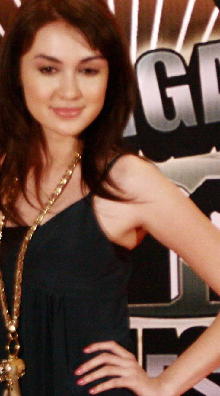Rianti Cartwright Pictures Gallery - Indonesian Beautiful Actress (02)