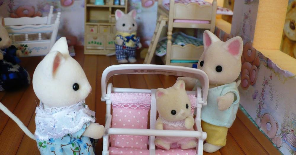 Вещи для маленьких игрушек своими руками