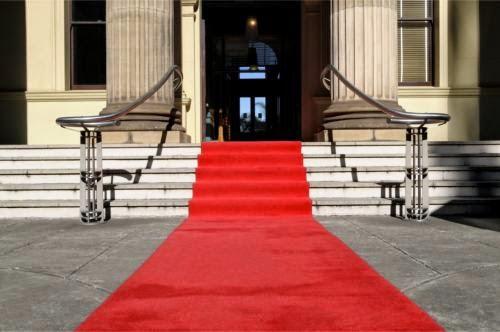 Majoritatea personalitatilor de stat sunt primite cu covorul rosu