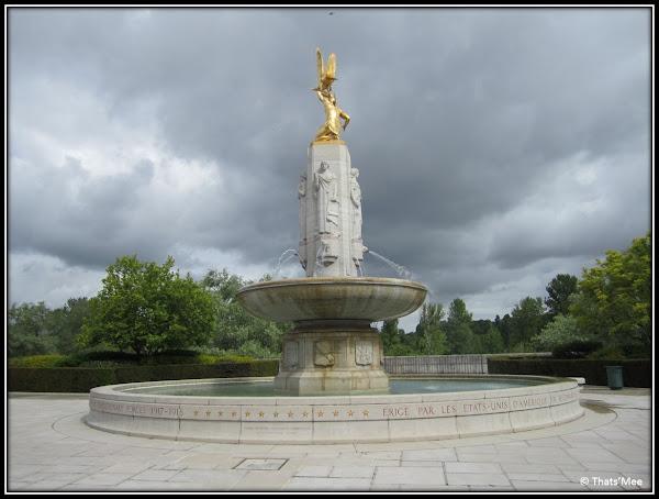Fontaine mémorial Tours berges Loire