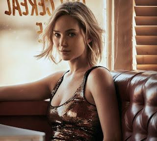 Jennifer Lawrence in Vogue Magazine%2C December 2015 1.jpg