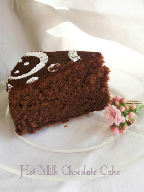 torta al latte caldo e cioccolato (hot milk chocolate cake)-la versione definitiva della torta al cioccolato