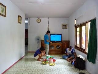 ruang keluarga Homestay di Pulau Tidung