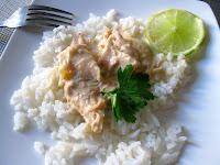 Poule pochée façon Joël Robuchon, sauce poulette au citron vert et riz blanc à la créole