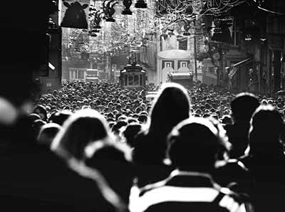 kalabalıkta kaybolmak