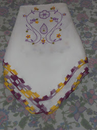 Bordado em toalha de mesa
