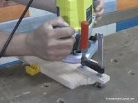 Cómo sujetar la tabla para fresar la moldura. www.enredandonogaraxe.com