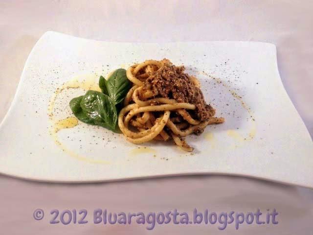 5-bucatini al pesto di olive mandorle e pomodorini