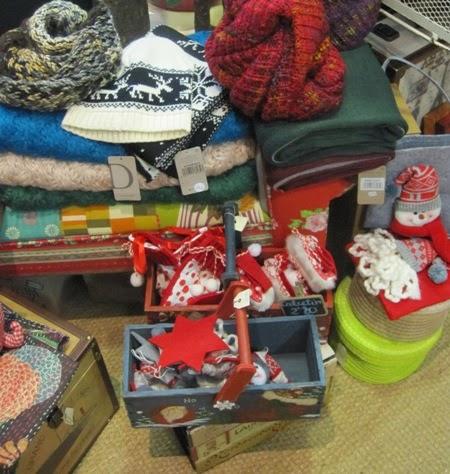 Bufandas de punto y detalles navideños