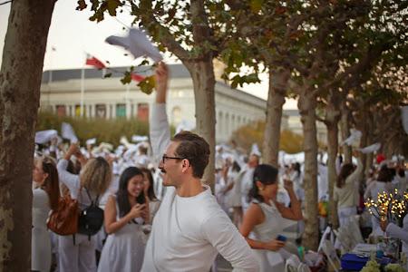 Le Diner a San Francisco 2013, an elegant white pop-up picnic dinner