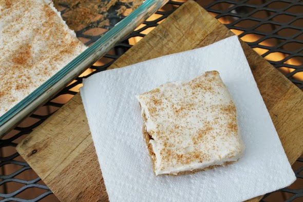 Cinnamon Roll Cookie Bars - best frosting! | WhatchaMakinNow.com