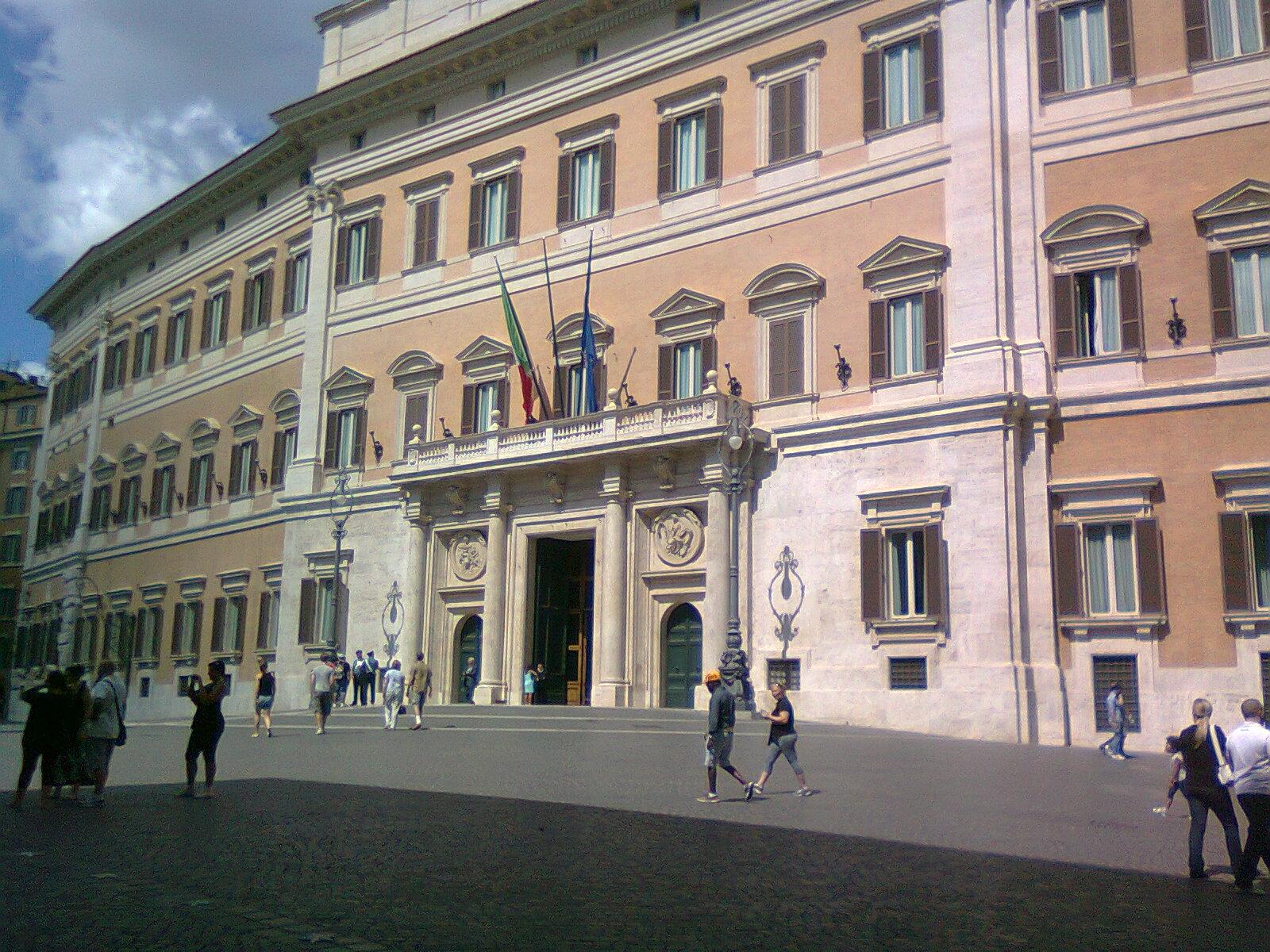 In bici per roma accadde a roma domani 27 novembre 399 for Palazzo parlamento italiano