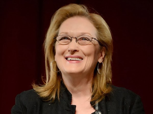 Meryl Streep Looks Fantastic and Fresh Faced in Reading Glasses