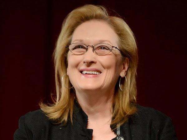 Meryl Streep Looks Fantastic and Fresh Faced in Reading Glasses