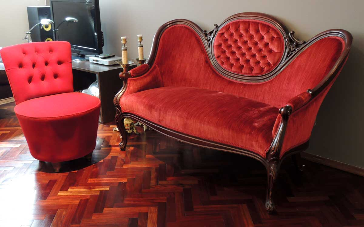 Espectacular Petit sofá VICTORIANO capitoneado | El Perro Naranja