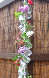 http://www.porcuatrocuartos.com/como-hacer-un-colgante-para-flores-naturales/1056
