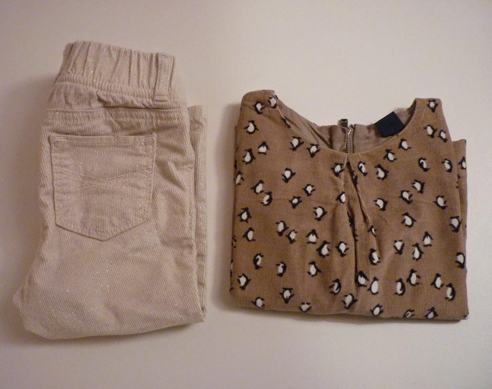 Tenue baby GAP pantalon velours écru et pailleté et blouse en velours marron glacé et motifs pinguins