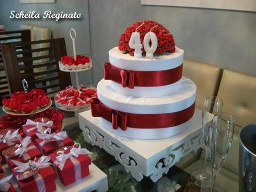 Festa de bodas de rubi ou esmeralda em casa