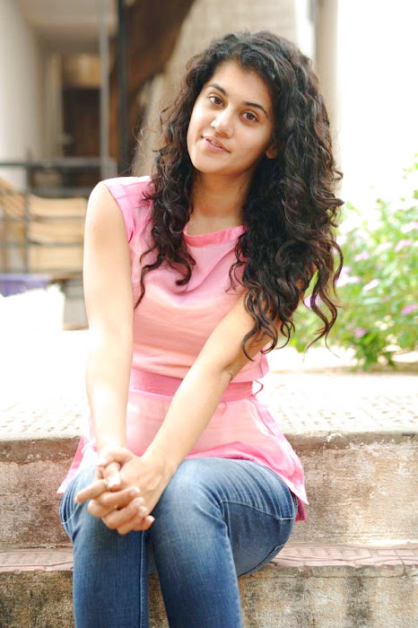 tapsee new looking - mogudu interview actress pics