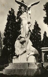 Monumento agli eroici Squadristi milanesi.