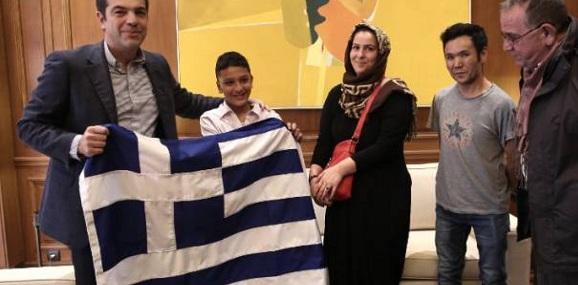 Η Σημαία που δόθηκε στον Αμίρ δεν ήταν «δώρο» του Α.Τσίπρα: Την πλήρωσαν οι Ελληνες φορολογούμενοι!