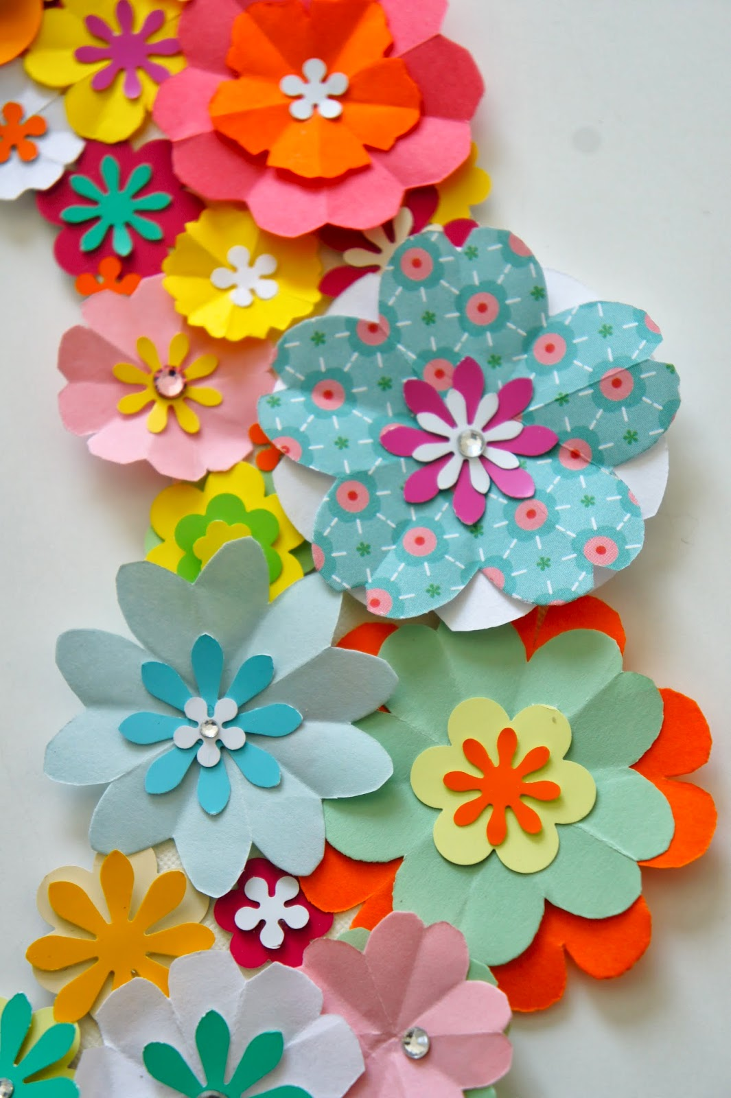 Ideas from the forest wreath of paper flowers for Flower decoration made of paper