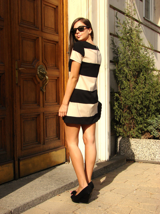 h&m black beige stripe short sleeve dress, h&m fall/winter 2011 striped mini dress, asos black suede wedges, marc by marc jacobs quilted bag, i heart maya blog
