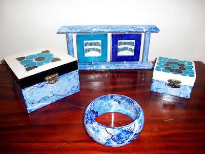 conjunto de prendas marmorizadas a azul