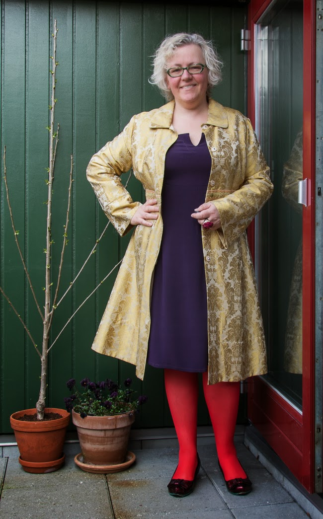 Tribute to Sacramento outfit by Kaffesoester in gold brocade and purple silk