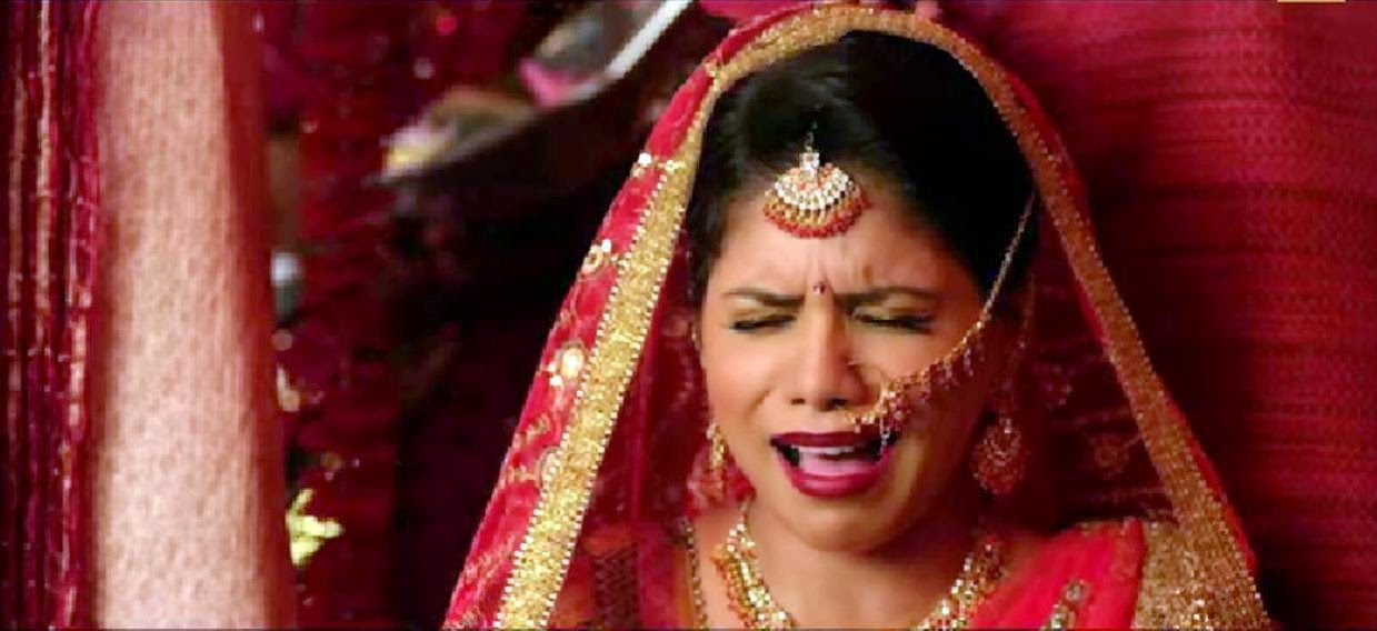 Daughter of Crazy Cukkad Family crying bitterly as bride
