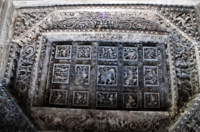 The ceilings in front of one of the main shrines, Here you can see the elephant at the center