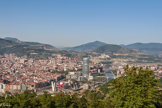 Vista de Bilbao y su ria desde el monte Archanda