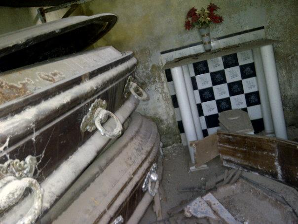 Profanaron nichos y panteones del cementerio de Río Segundo