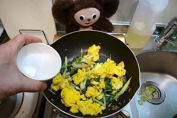 セロリと卵じゃこ炒めの作り方(2)