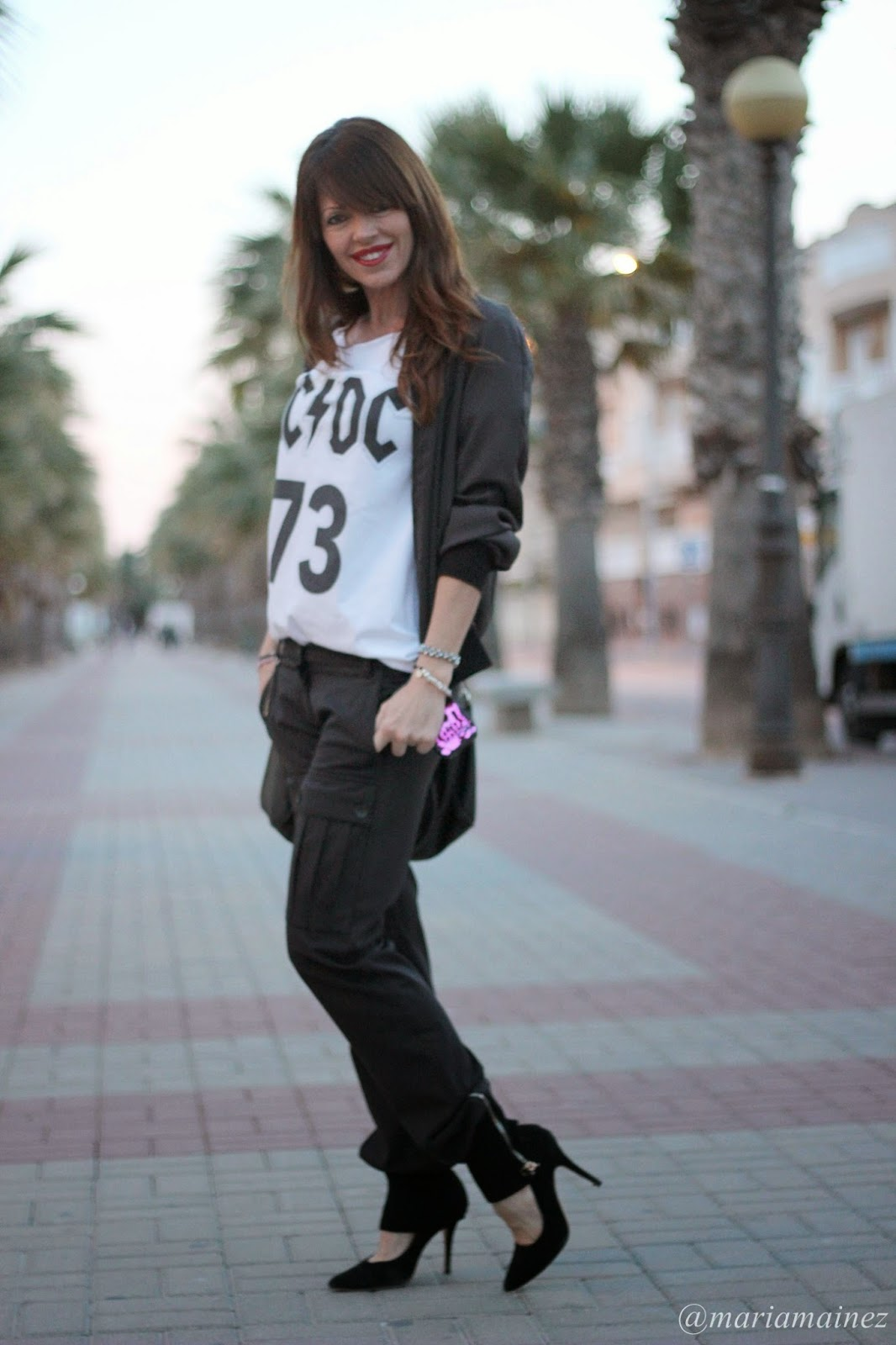 Streetstyle - Fashion Blogger - Black and white - White t-shirt - Stilettos