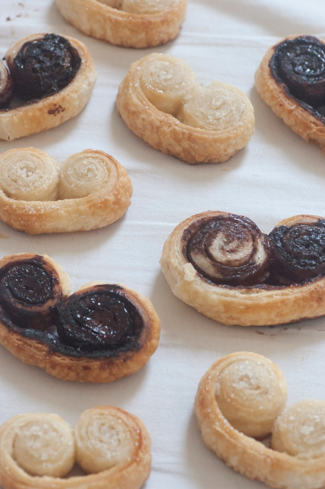 עוגיות אוזני פיל מבצק עלים שמכינים בצ'יק צ'ק