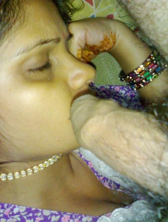 Sleeping Bhabhi Blowjob Photo-1