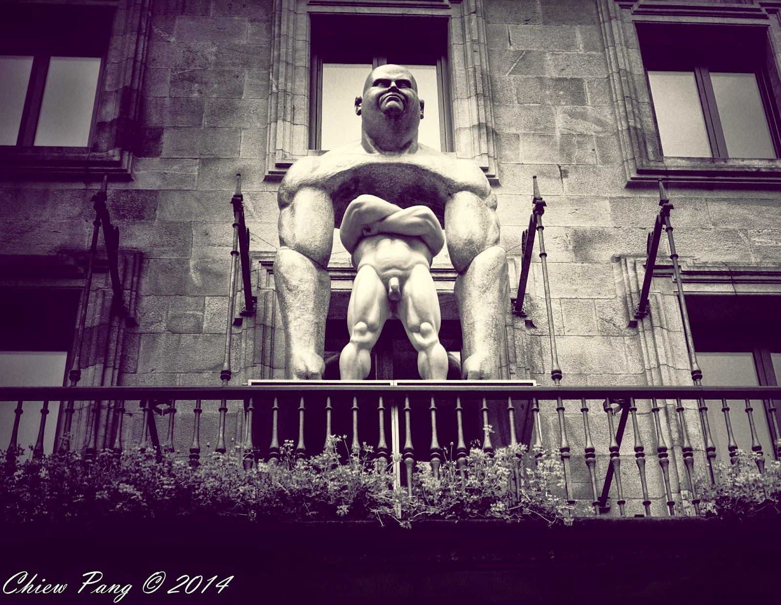 Controversial statue by Ramon Conde in Silvermith's Square