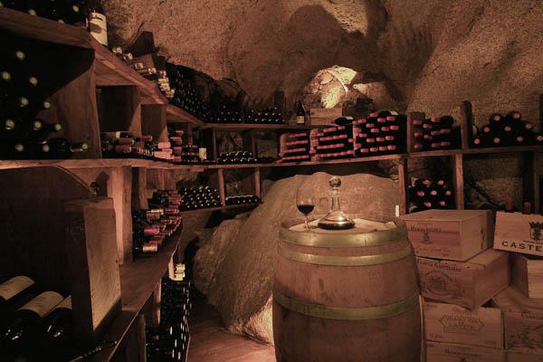 pequeña bodega de vinos del hotel