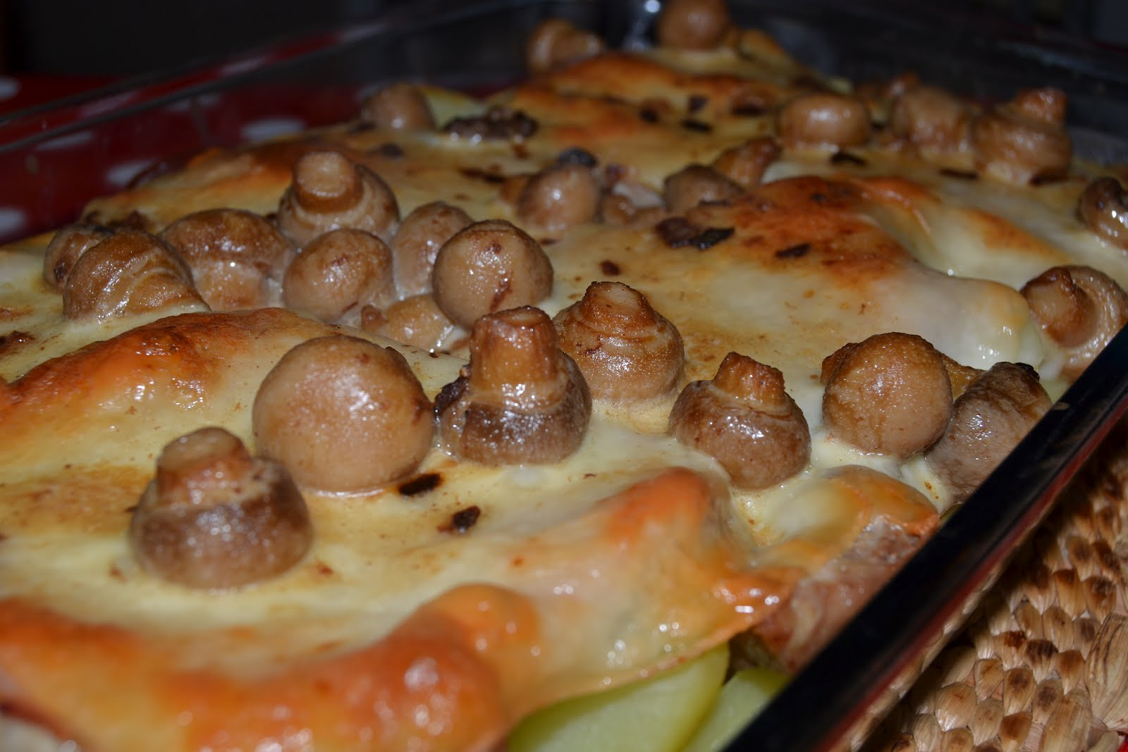 ingredientes q b bifanas fatias de fiambre fatias de queijo cogumelos  #AE5116 1600x1067