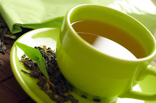 Green tea's antioxidants and caffeine can help us stay slim.