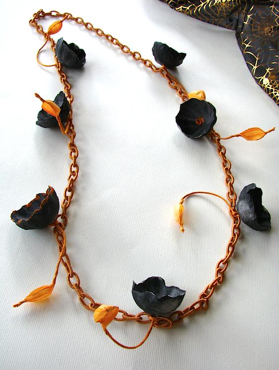 gioielli di carta per halloween : catena di fiori