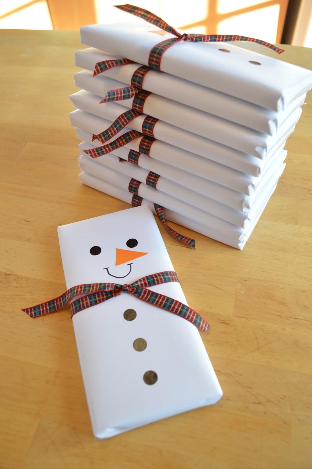 Tabletas de chocolate convertidas en mu ecos de nieve para - Regalo navidad padre ...