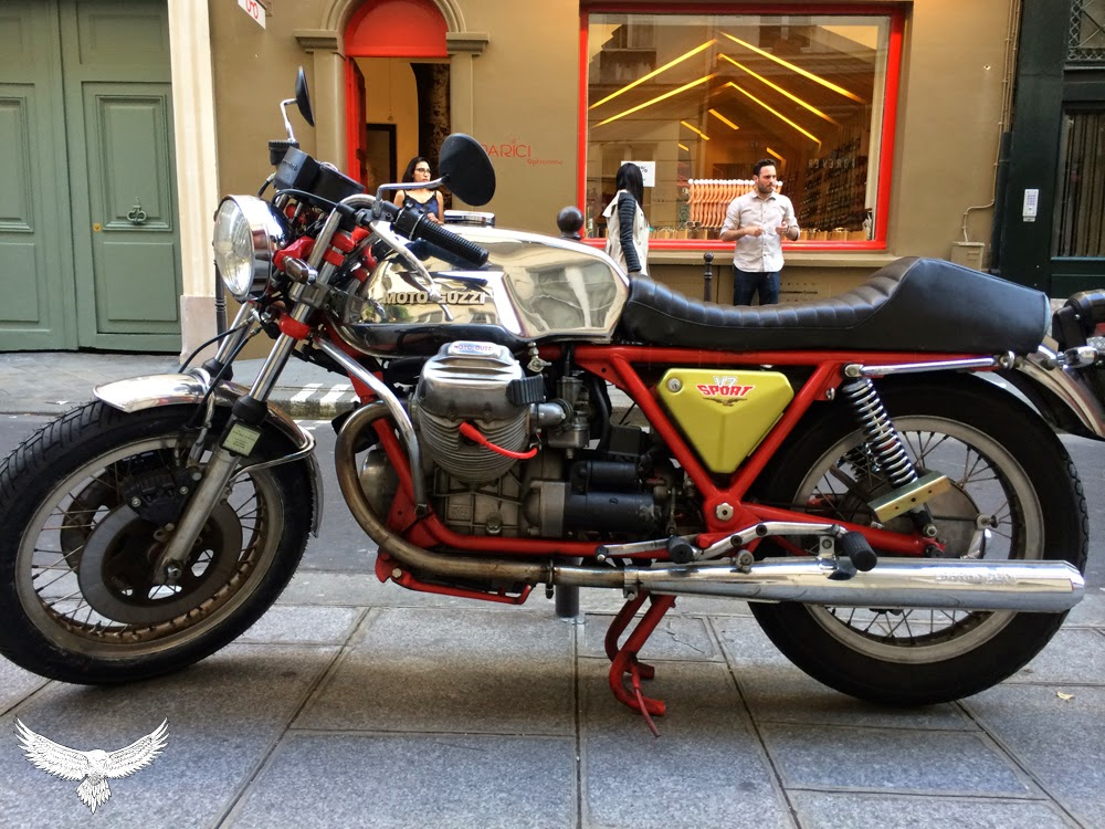 V7 sport... Moto-guzzi-the-motart-journal-2
