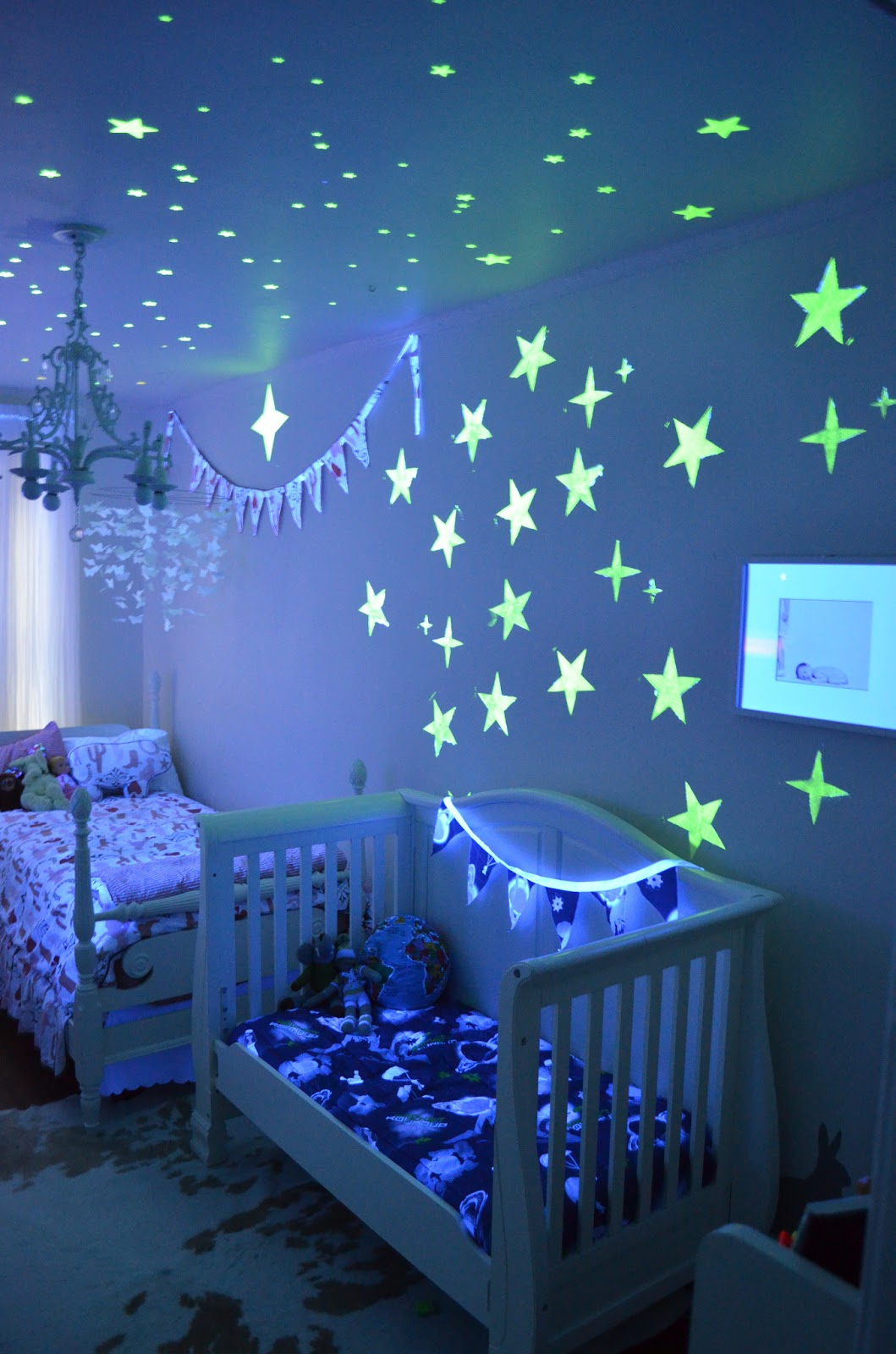 disney paint mom room reveal party sponsored marinobambinos. Black Bedroom Furniture Sets. Home Design Ideas