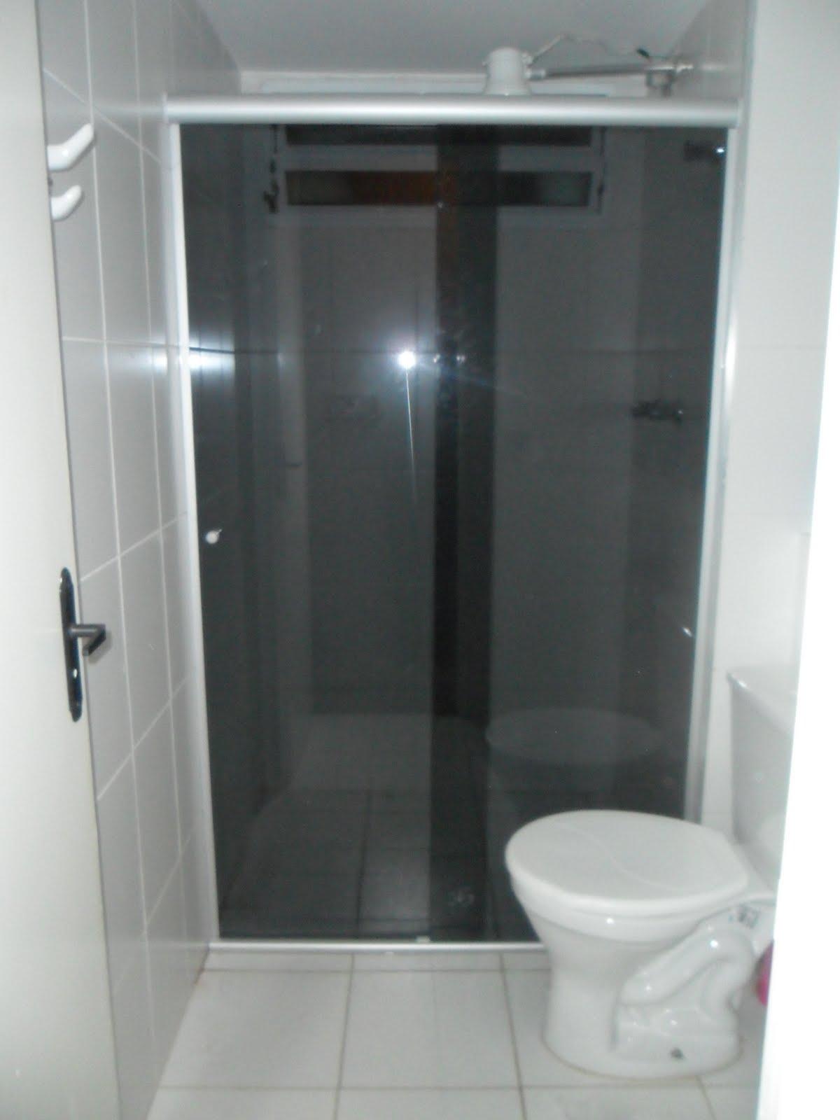 VIDRAÇARIA KITO: . BOX DE VIDRO TEMPERADO #5C676F 1200x1600 Banheiro Branco Fosco