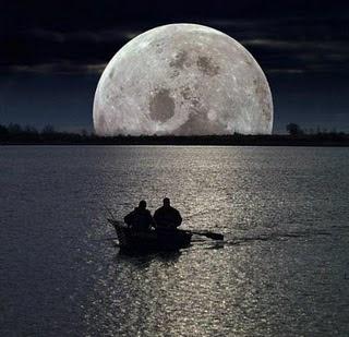 ¿Por qué está tan sola la luna?