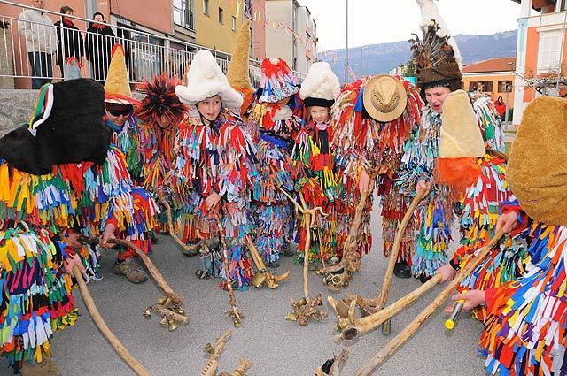 Carnevale in istria risparmia e viaggia for Idee per carri di carnevale semplici