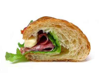 クロワッサン・サラミ・カマンベール(Croissant salami camembert) | PAUL(ポール)